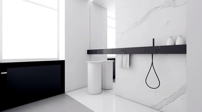 Phòng tắm với tone màu trắng đen đối lập