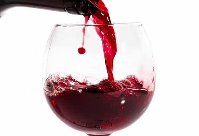 Cách tắm trắng bằng rượu vang